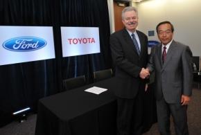2011年8月に会見したトヨタ自動車とフォードの首脳