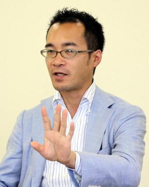 白鳥製薬 専務取締役で新基幹システム統括責任者の白鳥悟嗣氏