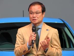 新型「フィット」について説明するホンダの伊東孝紳氏