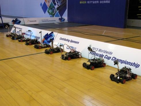 フリースケール・カップ世界大会に参加した9カ国のチームのロボットカー