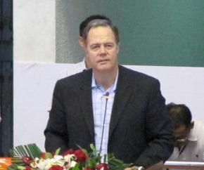 開会式であいさつするフリースケール社長のGregg Lowe氏