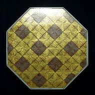 富本憲吉作『色絵金銀彩羊歯文八角飾箱』の蓋表