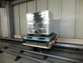 完成品を運ぶ台車