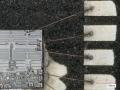 銅ボンディングワイヤーとリードフレーム上の電極に損傷を与えずにパッケージ樹脂を開封したIC