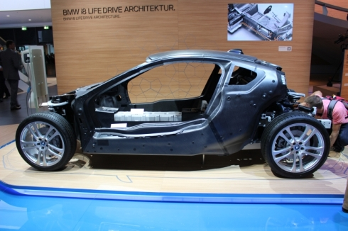「i8」の内部構造