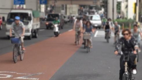 自転車に乗るサイクリストの数は増加している