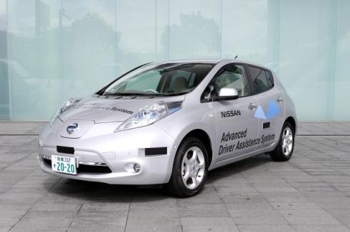 日産自動車がナンバーを取得した自動運転車の試験車両日産自動車がナンバーを取得した自動運転車の試験車両。取得したナンバーは「2020」(クリックで拡大) 出典:日産自動車