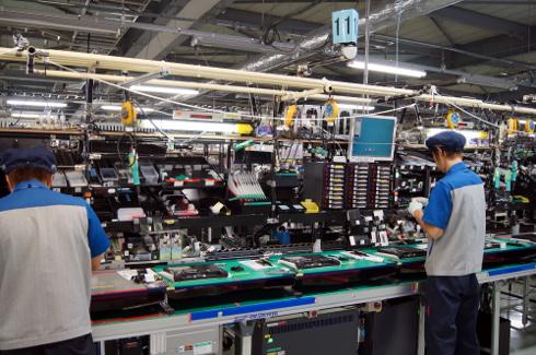 別棟のカスタムモデル製造ライン。部品点数が多いため、熟練工が担当する