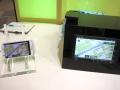 スマートフォンのナビアプリ画面を無線通信により車載ディスプレイで表示している様子