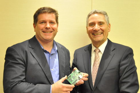 米国マカフィーで副社長兼CTO クラウド&データセンターソリューションズ担当のグレッグ・ブラウン(Greg Brown)氏(左)と、副社長兼ワールドワイド・エンベデッド・セールスの責任者を務めるトーマス・ムーア(Thomas Moore)氏。