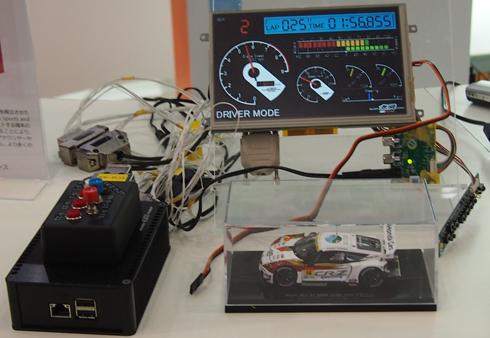 「MUGEN CR-Z GT」に搭載されたドライビングアシストコンソールの展示デモ