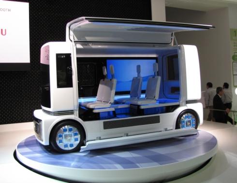 「東京モーターショー2011」で披露した「FC商CASE」
