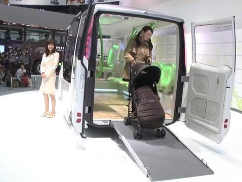 「ポンチョ・ミニ」の車両後部ドアを使えば車いすでの乗降も容易