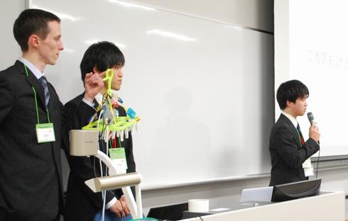 優勝した「D2K」(拓殖大学)のプレゼンテーション