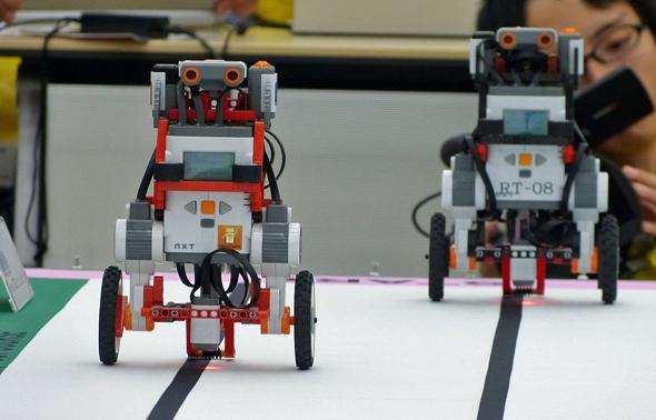 走行体は2輪の倒立振子ロボット