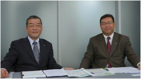 シャープの福島隆史氏(左)と山田和夫氏