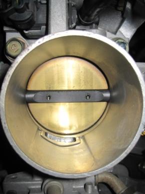 電気駆動力がゼロになったスロットルバルブのデフォルト状態