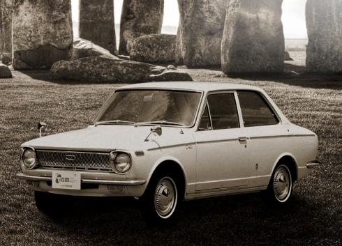 トヨタ自動車の初代「カローラ」
