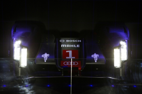 ハイビームのヘッドランプにレーザー光源を採用した「R18 e-tron quattro」