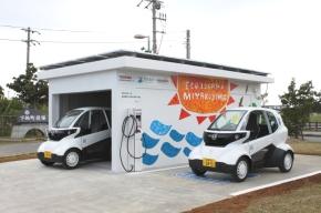 超小型EV「MC-β」と東芝製の「PV充電ステーション」