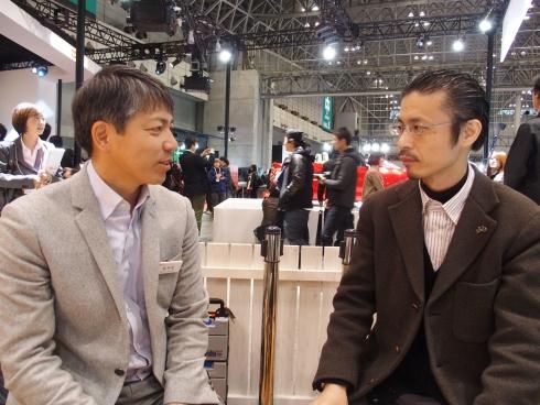 ダイハツの和田広文氏(左)と筆者の林田浩一氏