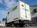 ワイヤレス充電中のヤマト運輸の配送車