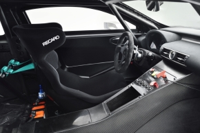 「RC F GT3コンセプト」の運転席