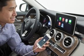メルセデス・ベンツの新型「Cクラス」における「CarPlay」の利用イメージ