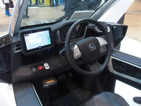 「MC-β」の運転席に設置された状態の車載情報端末