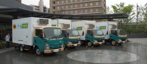 ヤマト運輸が導入する新型配送車。左から順に、東プレ、トヨタ車体、日本フルハーフ、北村製作所が製造した車両となっている