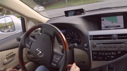 運転席にドライバーが座っているものの、基本的に操作は行っていない
