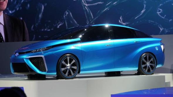 トヨタ自動車が「東京モーターショー2013」で公開した燃料電池車の試作車「TOYOTA FCV CONCEPT」