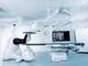 大画面で見やすい、GEヘルスケアが最先端手術向けのX線撮影装置を発売