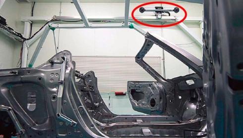 3次元計測カメラでD-Frameのボディ計測を行う様子