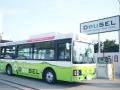 ミドリムシ由来のバイオディーゼル「DeuSEL」を燃料に使用するいすゞ自動車の藤沢工場シャトルバスと給油所