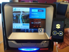 「App Connector」を用いた車載情報機器とスマートフォンアプリの連携デモ
