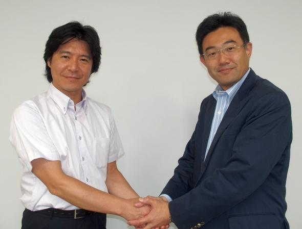 ユビキタスの佐野勝大氏(右)とミラクル・リナックスの伊東達雄氏(左)