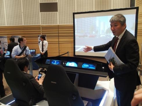 2014年9月に開催したプライベート展「Renesas DevCon Japan 2014」で初披露したドライブシミュレーター「統合コックピットデモ」も展示していた