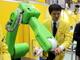 """""""一緒に働く""""ロボットは安全の緑!? ファナックが人間協調ロボットを出展"""