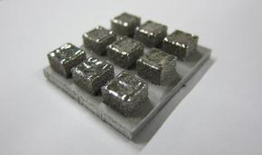 白金基金属ガラス造形物