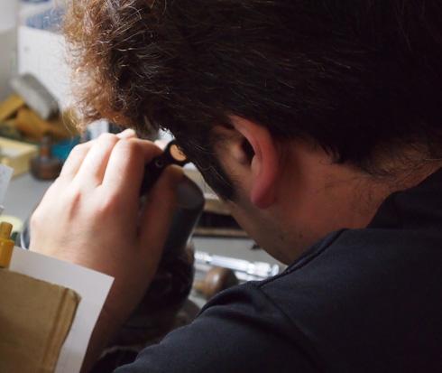 石留めは細かい技術が要求されます