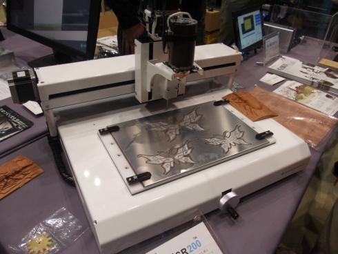 「Maker Faire Tokyo 2014」で披露した「KitMill SR200」と作例