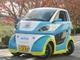 横方向に走りその場で回る電気自動車、世界で初めてナンバーを取得