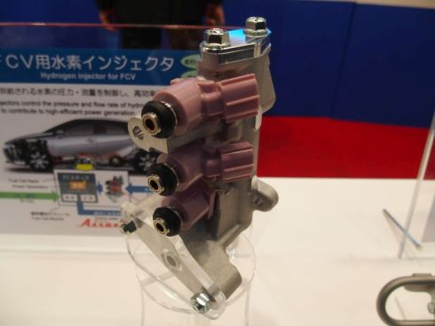 愛三工業が展示した水素インジェクタ