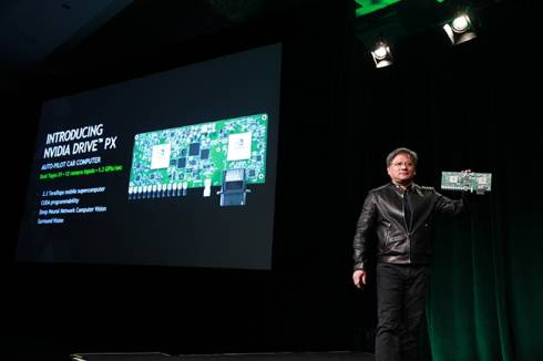 「NVIDIA DRIVE PX」を紹介するNVIDIAのCEO兼共同創立者のジェンスン・フアン氏