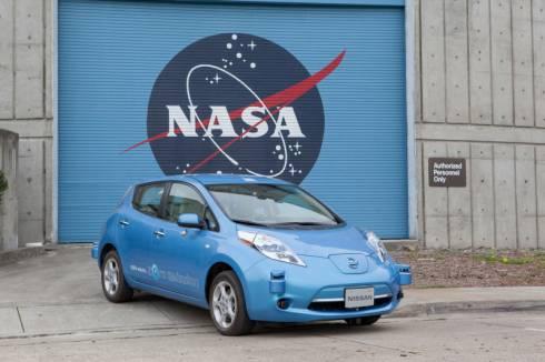 NASAのエイムズ研究センター内に導入された日産自動車の自動運転車