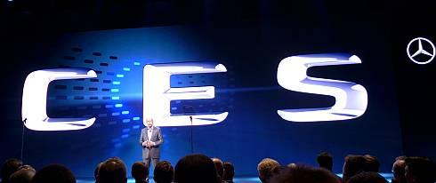 「2015 International CES」の基調講演に登壇したダイムラーのディーター・ツェッチェ氏