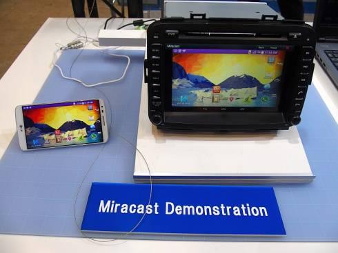 ミツミ電機の車載用Wi-Fi+Bluetoothコンボモジュールを用いたMiracastのデモ