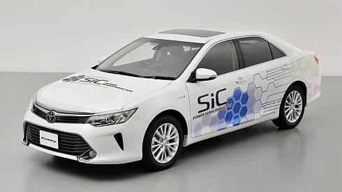 SiCデバイスを採用したPCUを搭載するハイブリッド車「カムリ」の試作車