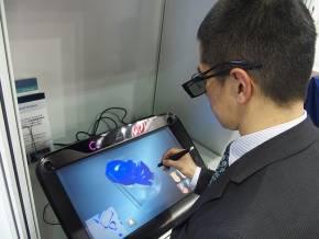 心臓の3Dシミュレーションモデルを3Dで見るには3Dメガネが必要